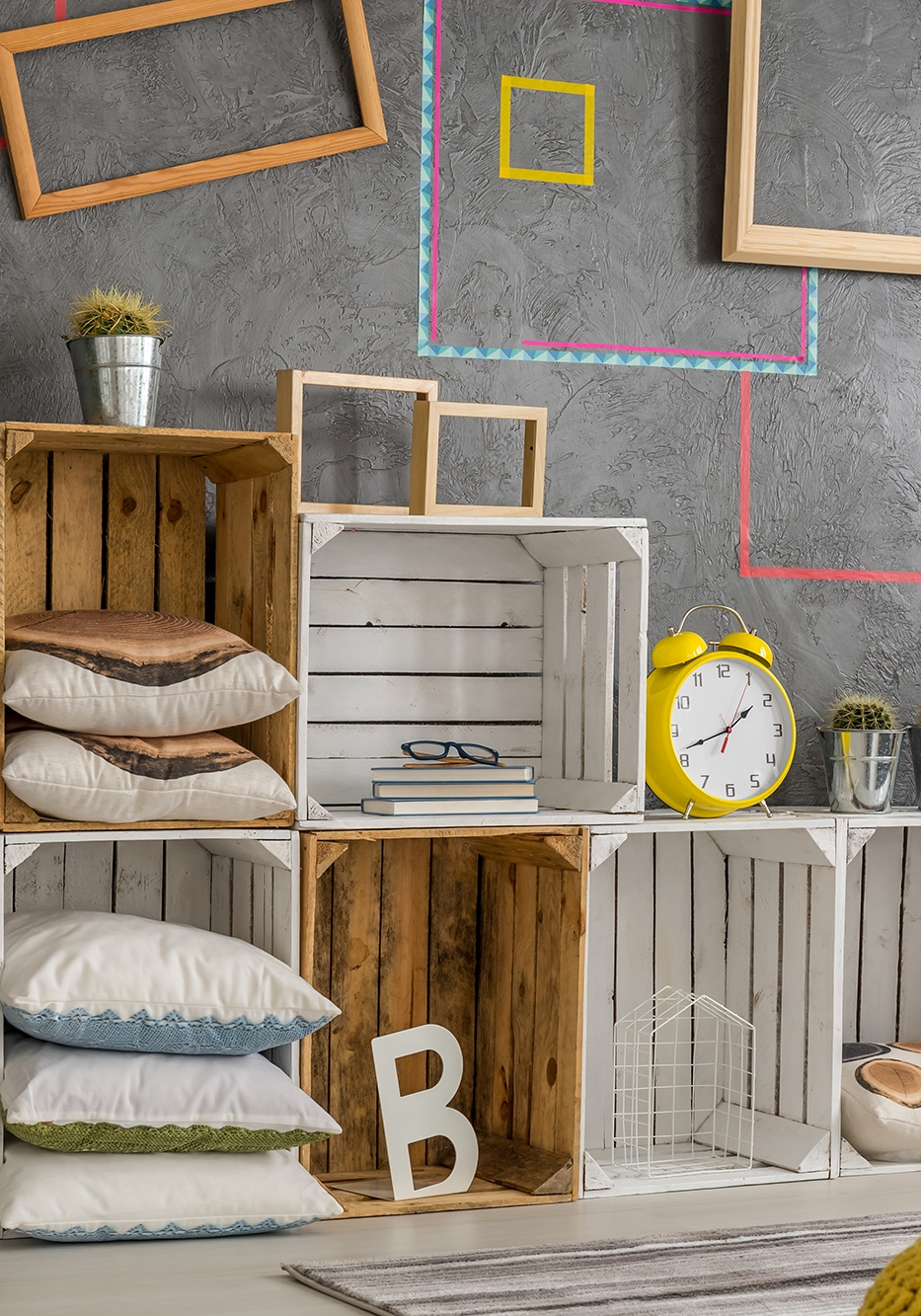 Creative diy regale made from wooden pallets
